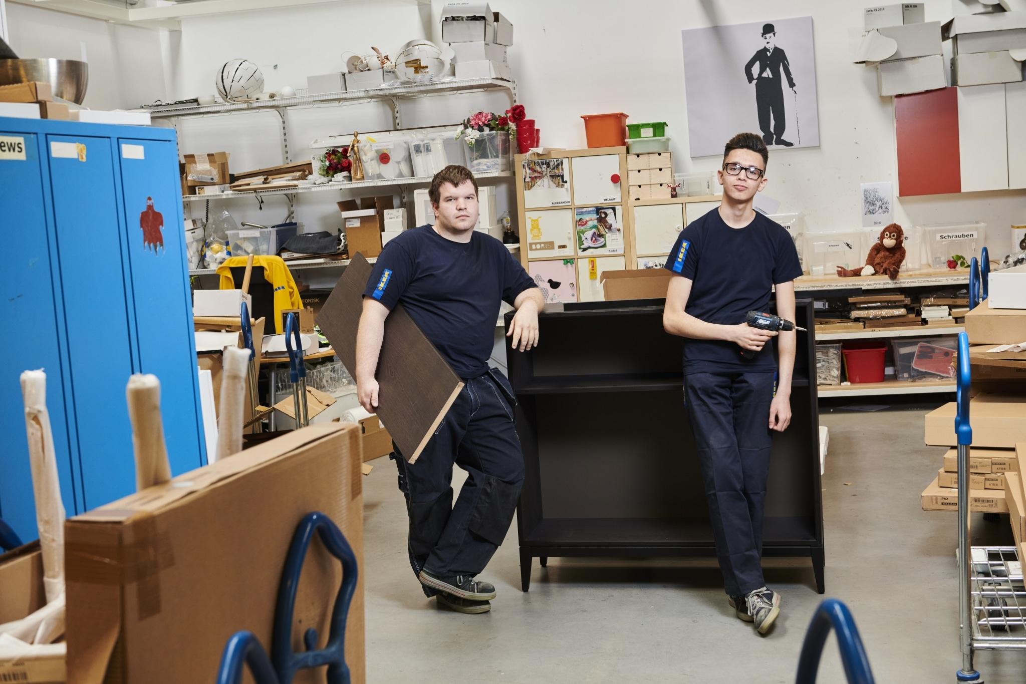 Arbeitsgruppe im IKEA-Lager
