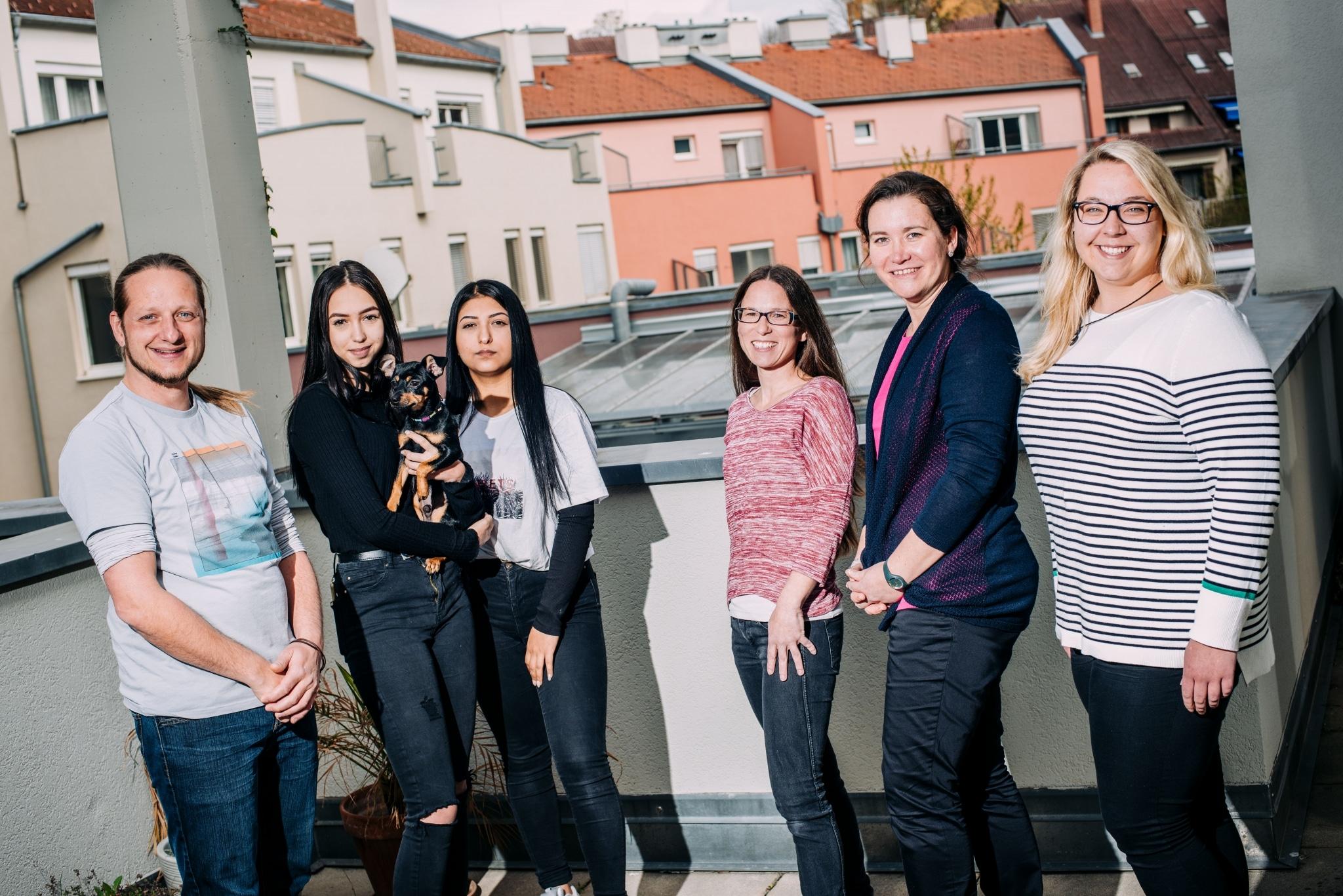 Gruppenfoto Jugendliche und Mitarbeiter und Mitarbeiterinnen