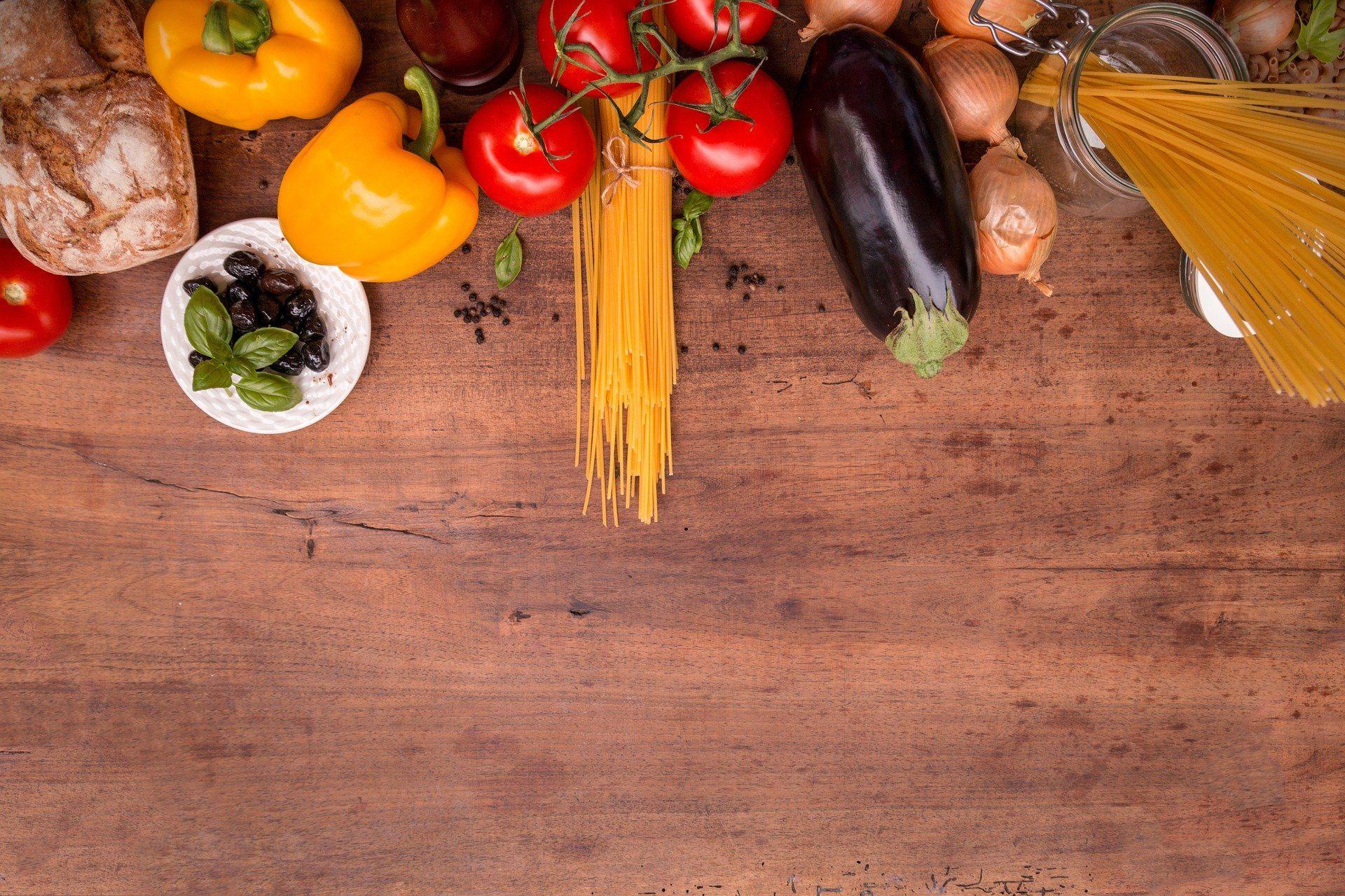 Nahrungsmittel auf dem Tisch