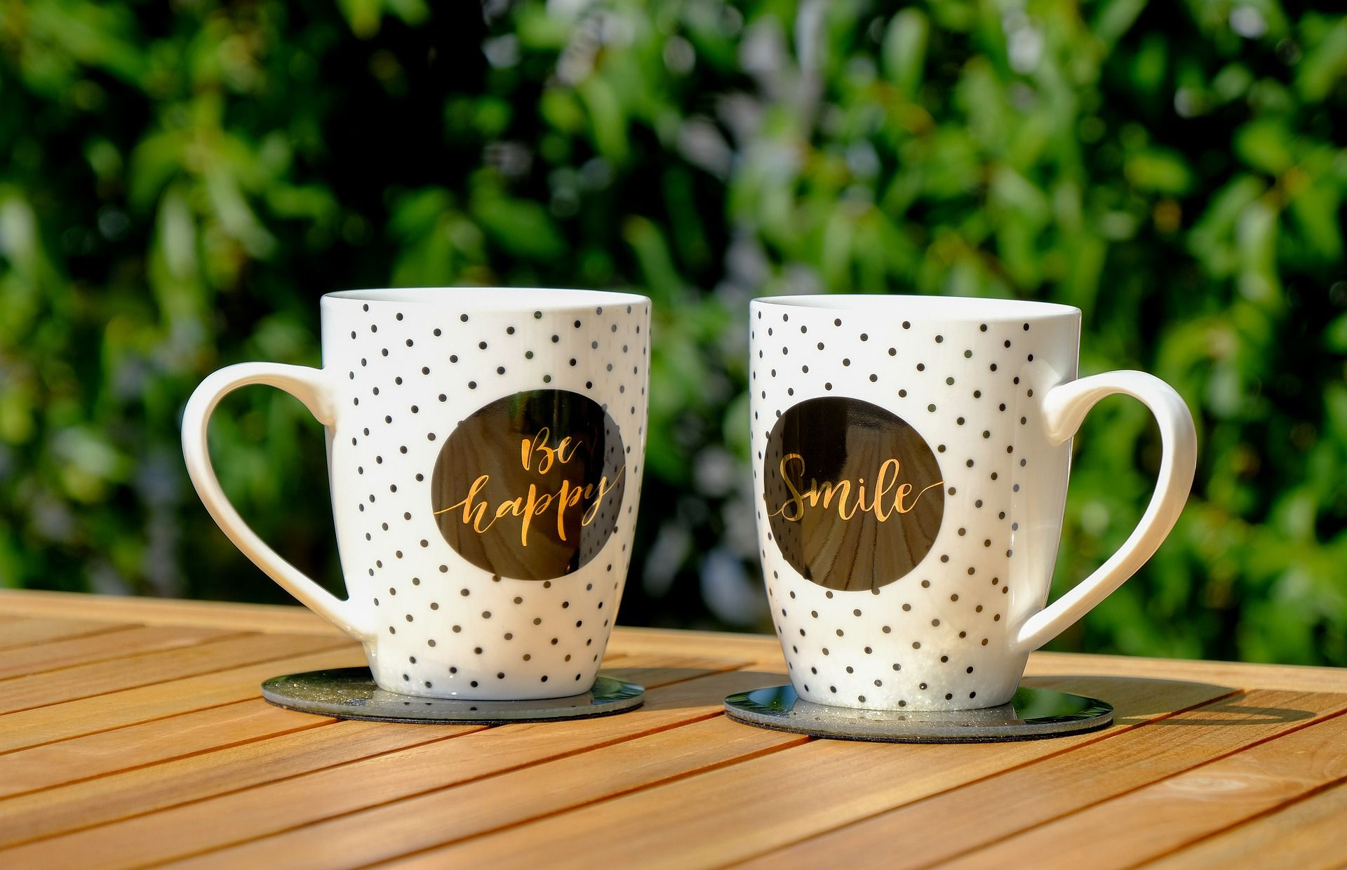 Kaffeetassen mit Aufschrift