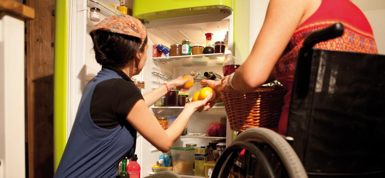 Hilfe beim Kühlschrank einräumen