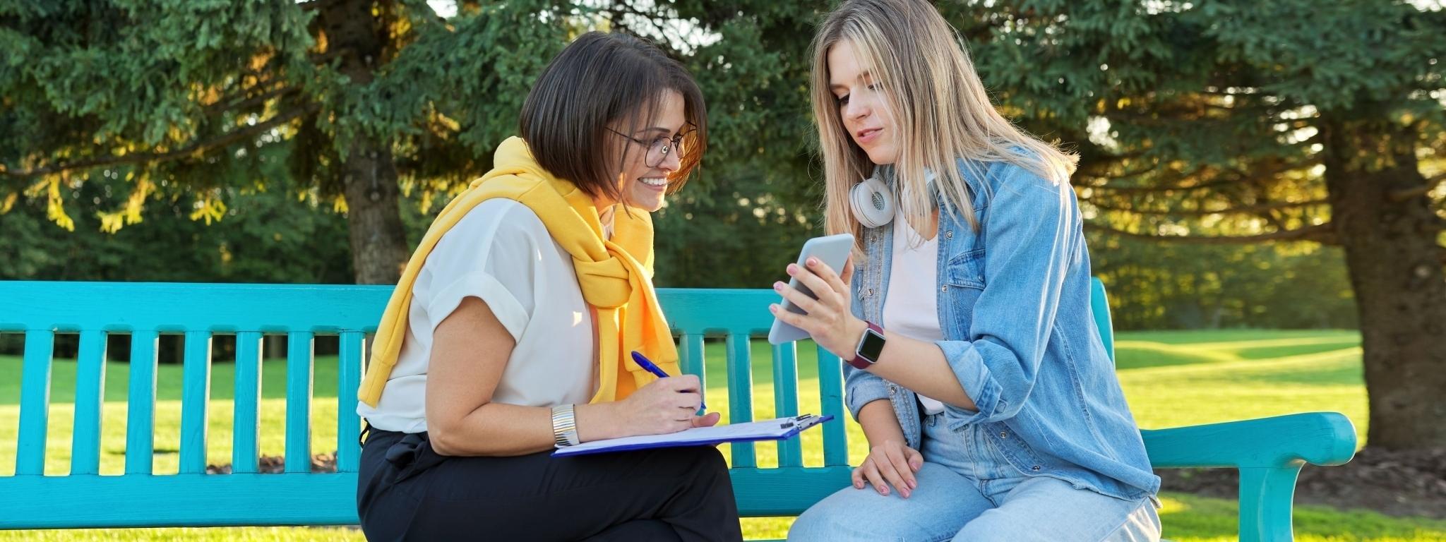 Beratungsgespräch mit einer Jugendlichen